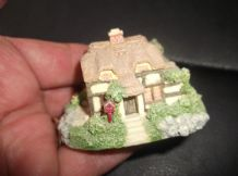 COLLECTABLE ARISTOCRAT MINIATURE COTTAGE SWEET SIZE AND DESIGN 2.5""